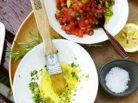 Tomatensoße mit Olvien und Kräuteröl