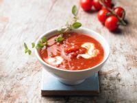 Tomatensuppe mit Kräutern