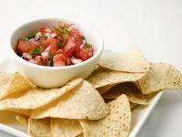 Tortilla-Chips mit Salsa