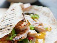Tortillas mit Hühnchen, Paprika und Sweet Chili Sauce