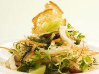 Traubensalat mit Hühnchen und Gemüse