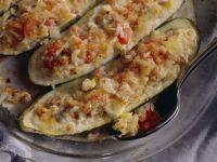 Überbackene, gefüllte Zucchini