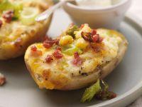 Überbackene Kartoffeln mit Käse und Speck