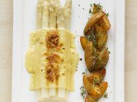 Überbackener Spargel mit Bratkartoffeln