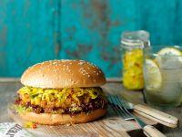 Vegetarischer Burger mit Zucchinisoße
