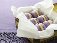 Veilchen-Macarons