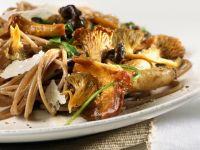 Vollkornnudeln mit Pilzen und Parmesan
