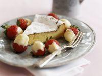 Weißer Schokoladenkuchen mit Schokoladen-Erdbeeren
