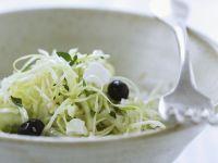 Weißkrautsalat mit Oliven