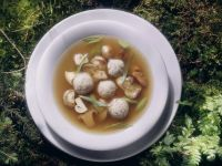 Wildsuppe mit Bohnen, Pilzen und Klößchen