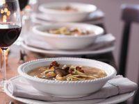 Wildsuppe mit Pfannkuchen und Pilzen