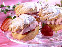 Windbeutel mit Erdbeercreme-Füllung