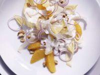 Wintersalat mit Orangen und Roquefortdressing