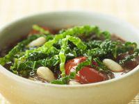 Wirsing-Tomaten-Suppe mit Bohnen