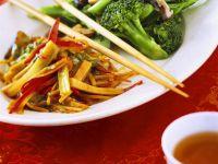 Wokgemüse und Broccoli süss-sauer