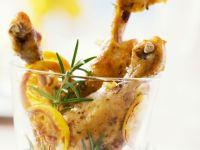Würzige Hähnchenkeulen mit Zitrone und Rosmarin
