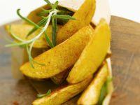 Würzige Kartoffelecken mit Rosmarin