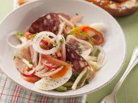 Wurst-Käse-Salat mit Ei