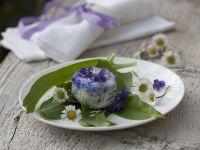 Ziegenkäse mit Bärlauch und Essblüten