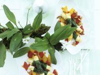 Ziegenkäse mit Bärlauchwickel und Paprikasalat
