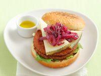 Ziegenkäseburger mit karamellisierten Zwiebeln