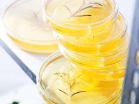 Zitronengelee mit Gin und Rosmarin