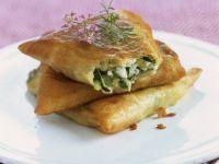Zucchini-Feta-Taschen aus Brickteig