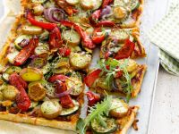 Zucchini-Paprika-Pizza mit Kartoffeln