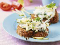 Zucchini-Quark auf Brot
