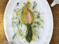 Zucchiniblüten mit Füllung und Dill-Joghurt-Soße