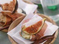 Zucchinihappen mit Schinken und Feige
