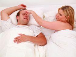 Wenn der Partner schnarcht, gibt es kaum ein Mittel, dies zu verhindern.© Sven Vietense - Fotolia.com