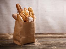 Frisches Brot und Brötchen vom Bäcker
