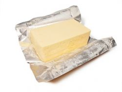 Butter enthält viele gesättigte Fettsäuren- einfach mit Pflanzenöl ersetzten © rdnzl
