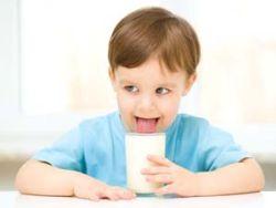 Wie sinnvoll ist Kindermilch? © Serhiy Kobyakov - Fotolia.com