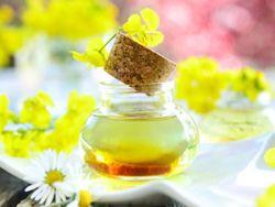 Gesundes Rapsöl – einfach köstlich. © Kathleen Rekowski - Fotolia.com