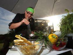 Sternekoch Stefan Marquard bringt den Punkrock in die Küche