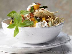 Veggietag mit Spaghetti, Paprika und Ziegenfrischkäse