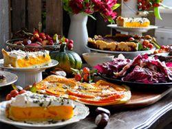 Herbstlich hübsch: Der Kürbis-Flammkuchen macht auch optisch Eindruck. © Lea Lüdemann