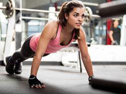 Das Muskel-Workout hilft dabei, den Stoffwechsel zu aktivieren. © Antonio_Diaz
