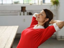 Nackenschmerzen: Dehnen hilft