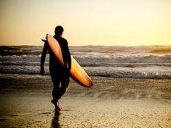 Sport im Urlaub: Wie wäre es mit Surfen? © homydesign - Fotolia.com
