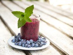 Lecker und gesund: Trauben-Heidelbeersaft. © pink candy - Fotolia.com
