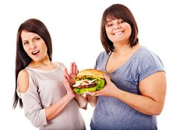 Verleiten übergewichtige Menschen tatsächlich dazu, mehr zu essen? © Gennadiy Poznyakov