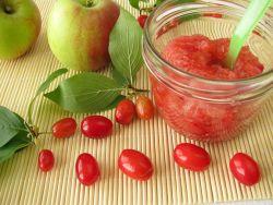 Kornelkirsche-Konfitüre mit Apfel