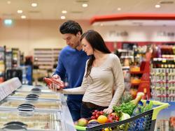 Pärchen im Supermarkt