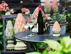 Weißwein im Garten