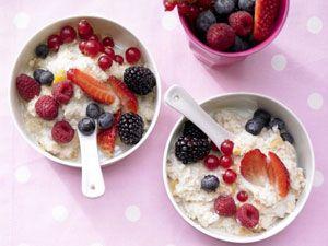 Beeren-Porridge mit Aprikosen