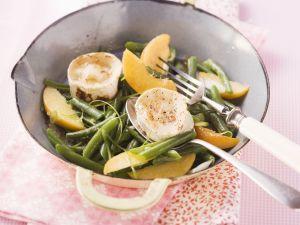 Bohnen-Pfirsich-Salat mit Ziegenkäse