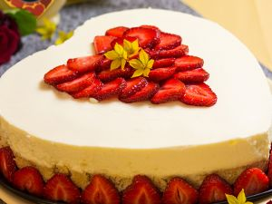 Erdbeer Kokos Torte mit VERPOORTEN Eierlikör